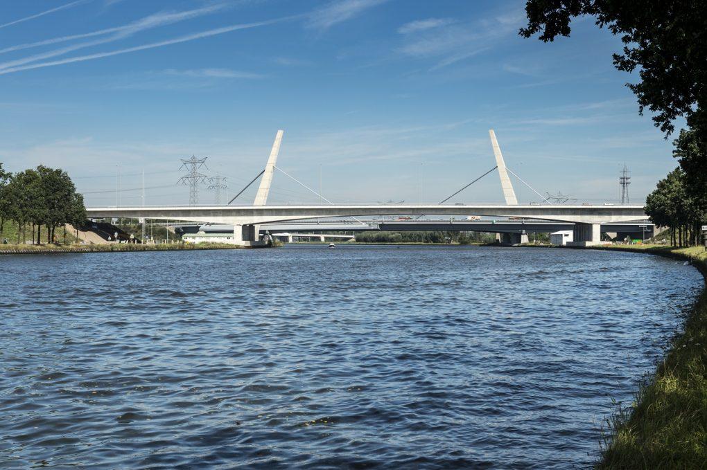 Nieuwe brug Amsterdam-Rijnkanaal